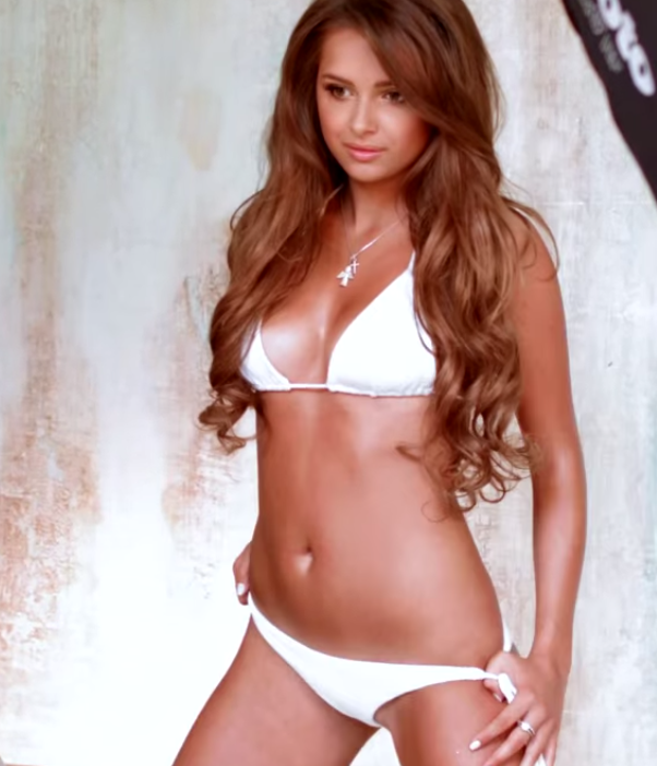 Голая и очень сексапильная Каролина Севастьянова на бесплатных фотках и видео