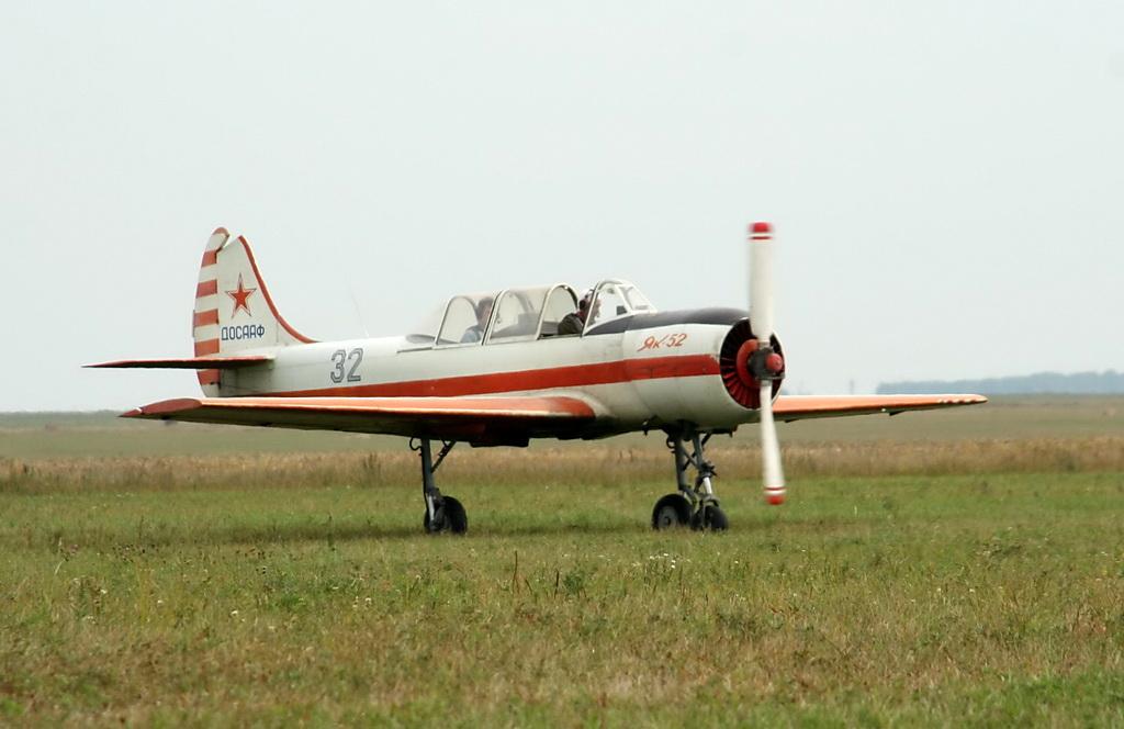 Як-52 рухнул в самарский огород после