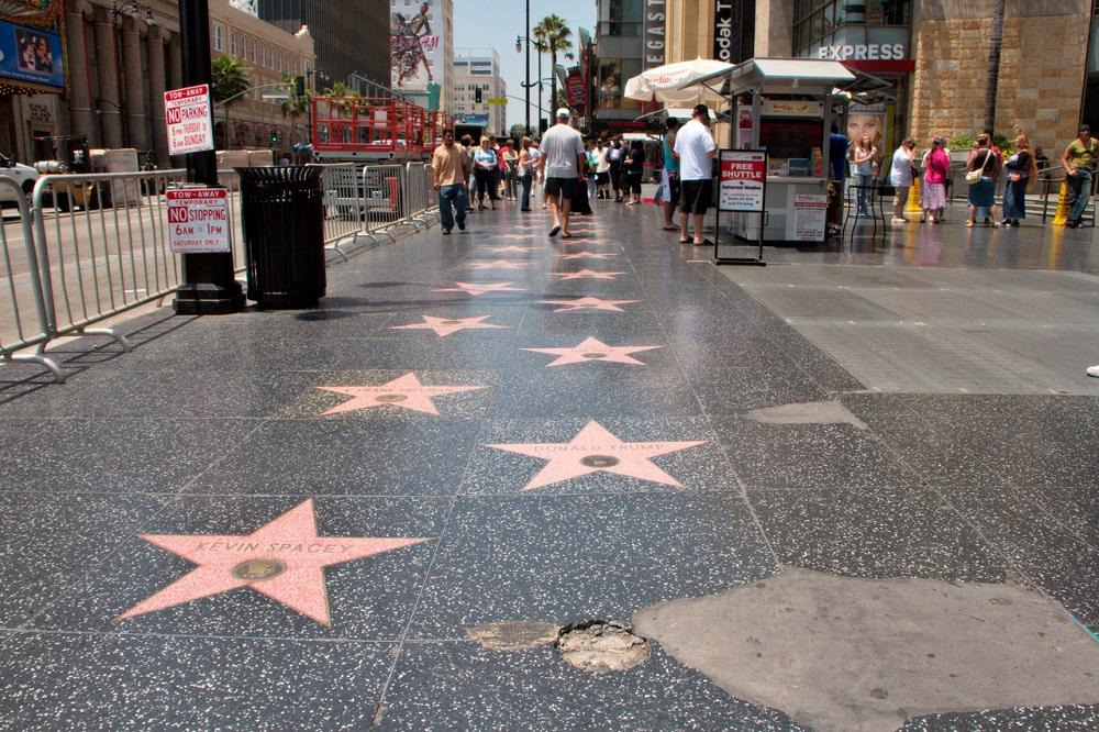 В Голливуде мужчина напал с ножом на семью туристов из России