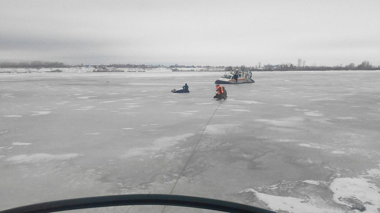 МЧС: в Татарстане спасли четырех рыбаков, провалившихся под лед