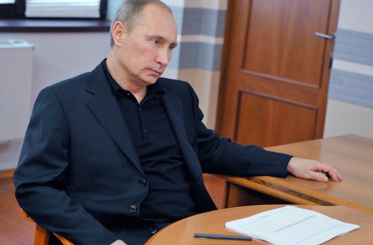 Путин поручил ФСБ утвердить порядок сертификации средств кодирования информации вглобальной паутине