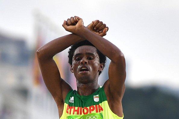 Бегун изЭфиопии рискнул жизнью, выразив протест против властей собственной страны