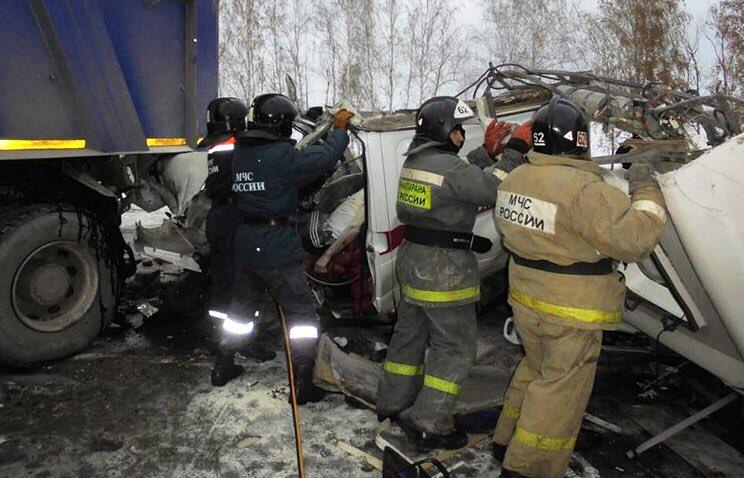 В РФ попал в трагедию автобус сдетьми: 12 человек погибли1