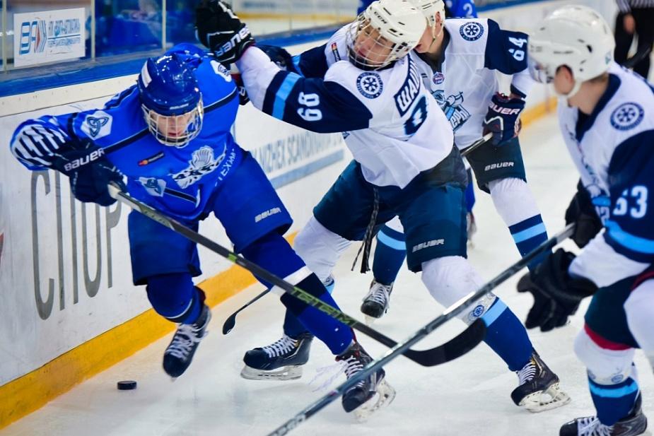 Новокузнецкие хоккеисты одержали победу вчетвертьфинальном матче плей-офф МХЛ