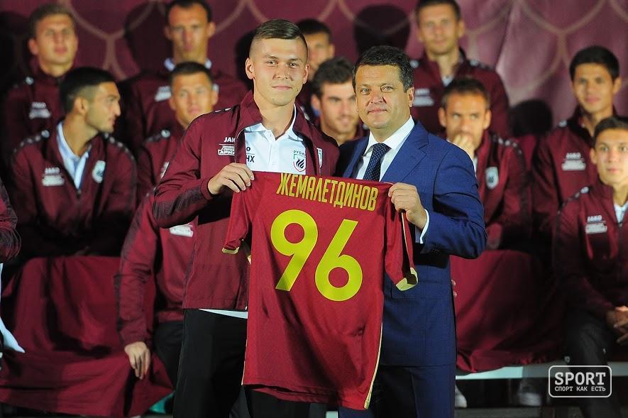 Полущащитник футбольного клуба «Урал» Дмитрий Коробов получил приглашение вмолодежную сборную РФ
