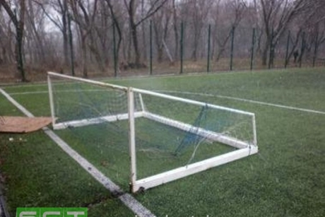 Уголовное дело возбуждено вБратске пофакту падения футбольных ворот наподростка