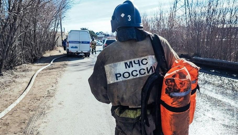 Cотрудники экстренных служб насудне навоздушной подушке вытянули изполыньи жителя Казани