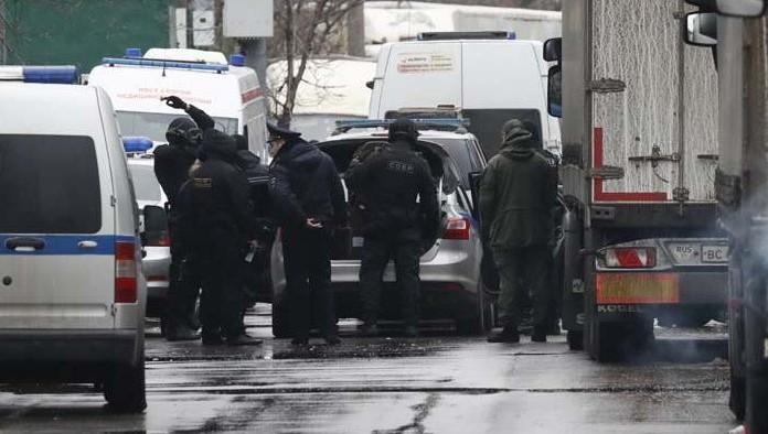 ЧП в столице: экс-руководитель фабрики устроил стрельбу и таится отспецназа