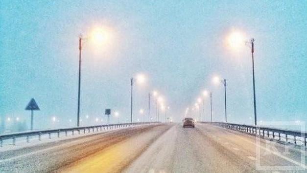 Из-за метели ГИБДД просит водителей Татарстана невыезжать на дороги