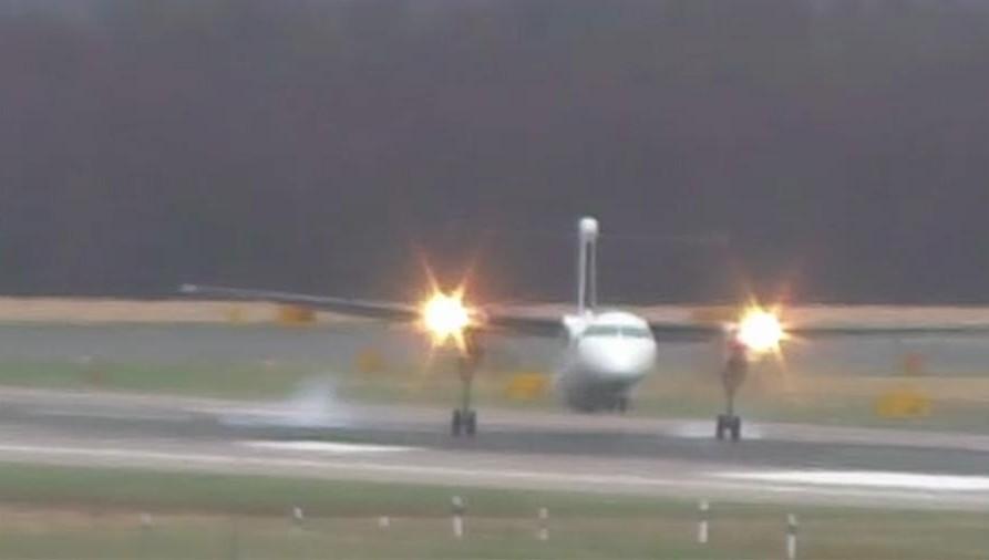 Экстремальная посадка самолета вДюссельдорфе всильнейший шторм