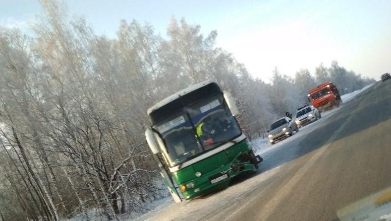Натрассе Казань-Оренбург столкнулись такси ирейсовый автобус: трое пострадали