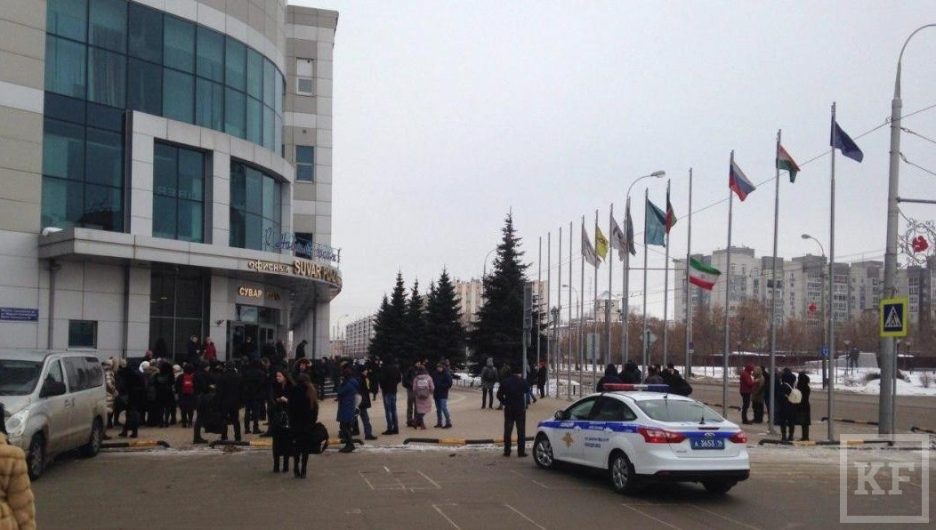 ПРИЧИНА: ВКазани около 600 человек эвакуированы изТЦ