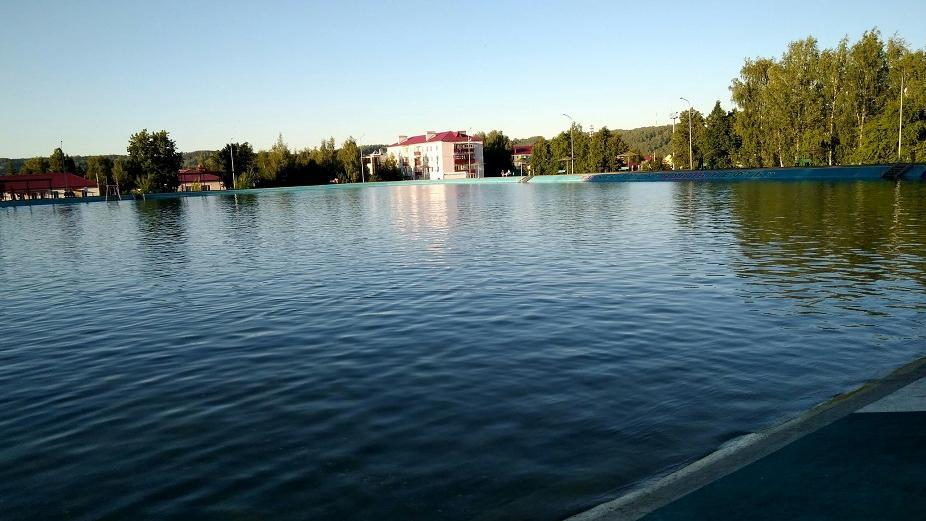 сообщают фотографии как выглядел раньше бассейн город бавлы разделен несколько