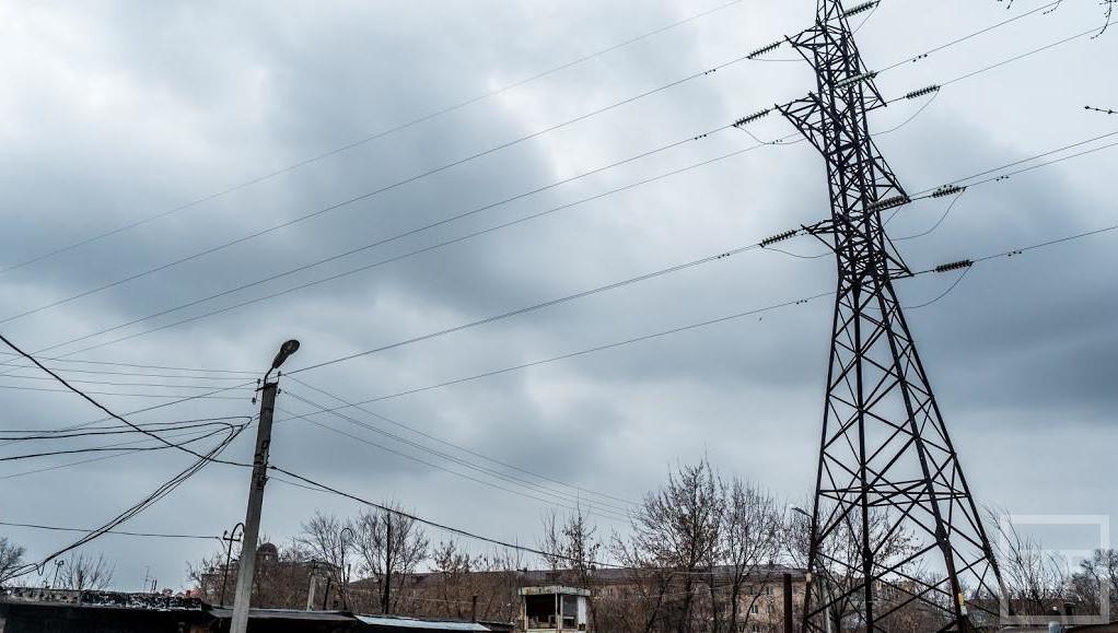 В РФ продлили заморозку цен набензин