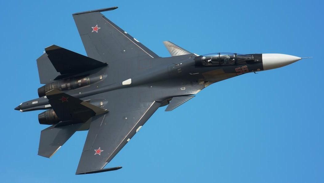 Русский Су-30 перехватил патрульный самолет США над темным морем