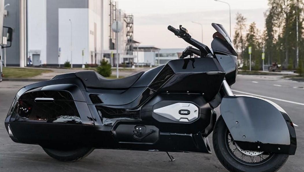 Тест-драйв тяжелого мотоцикла «Иж» прошел натрассе «Формулы-1» вСочи