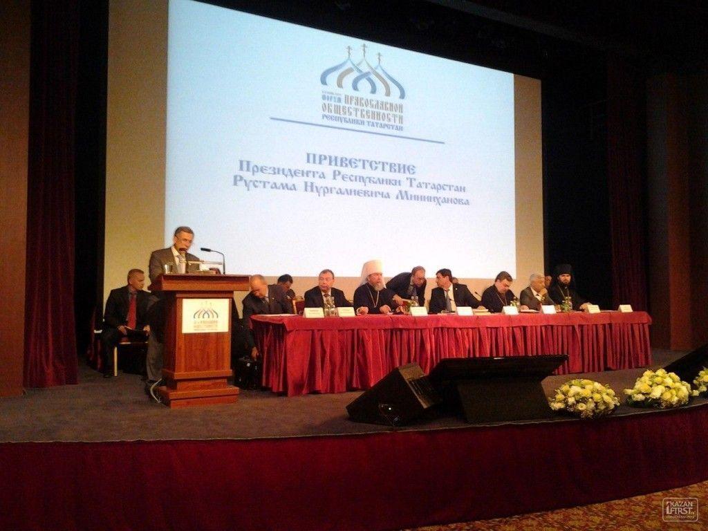 Рустам Минниханов вручил митрополиту Татарстана Анастасию сертификат на 30 млн рублей для строительства спорткомплекса