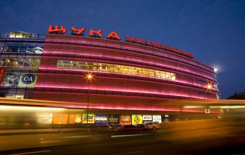 Дыхание кризиса: крупные московские торговые центры недосчитались почти четверти покупателей
