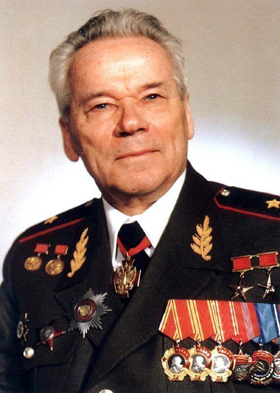 Салютом из АК-47 проводят в последний путь Михаила Калашникова