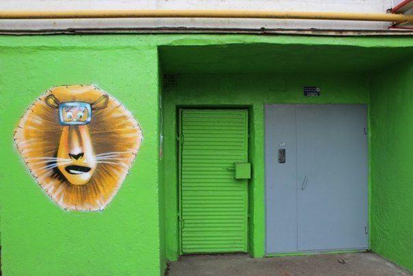 В Альметьевске неизвестный художник рисует на жилых домах
