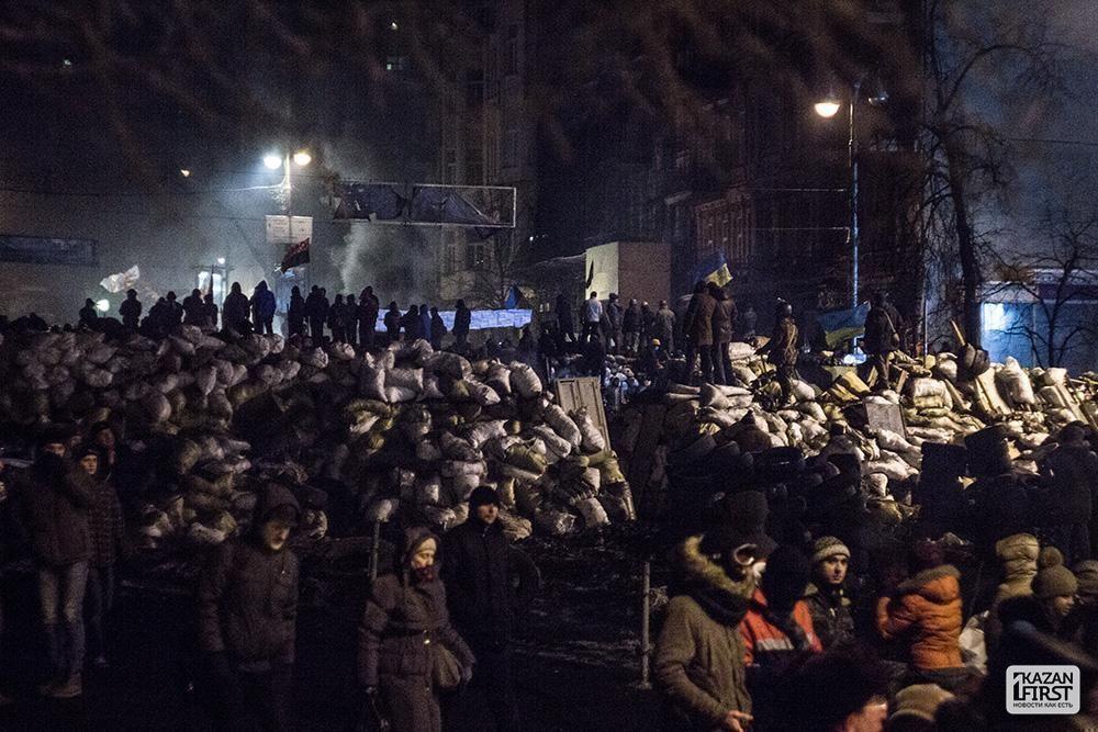 На Украине милиционерам разрешили применять боевое оружие после массовых беспорядков в Киеве