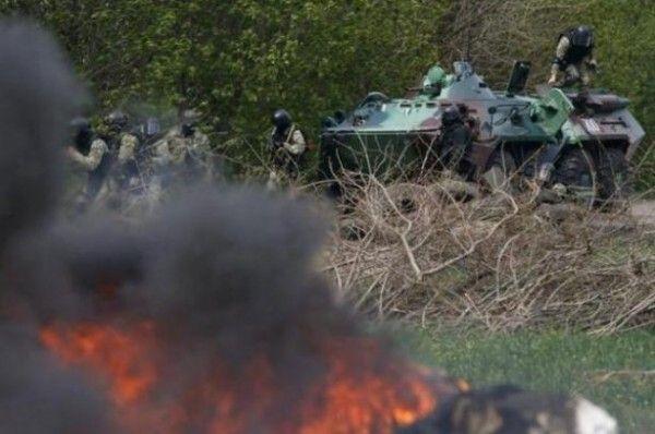 Подразделения силовиков и военных из Киева берут Славянск в кольцо