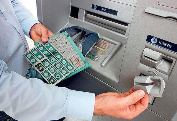 Полиция задержала аферистов, укравших с банковских карт жителей Казани более 2 млн рублей