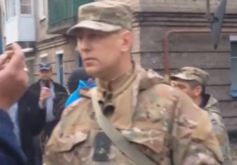 Жители Донецка перекрыли путь автобусу с вооруженными спецназовцами