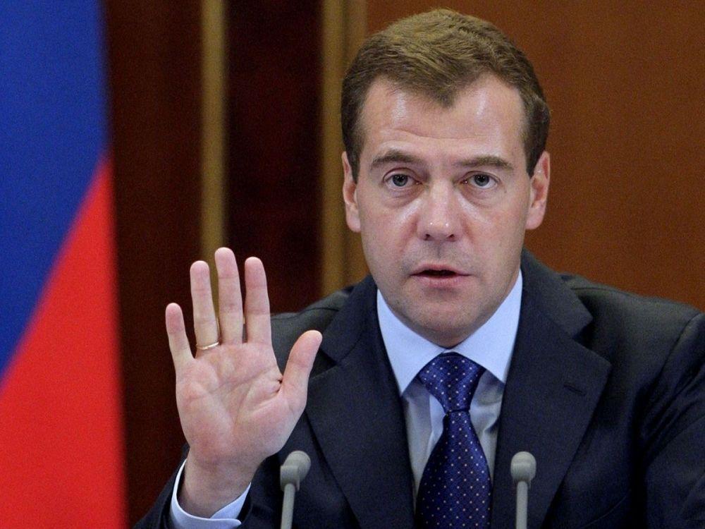 Медведев поручил возобновить программу комплексной безопасности населения на транспорте
