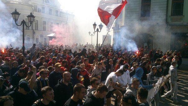 Фанаты «Спартака» устроили масштабное шествие по улице Баумана