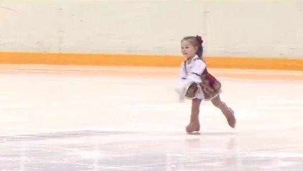 Видео самой маленькой фигуристки Казани набирает популярность