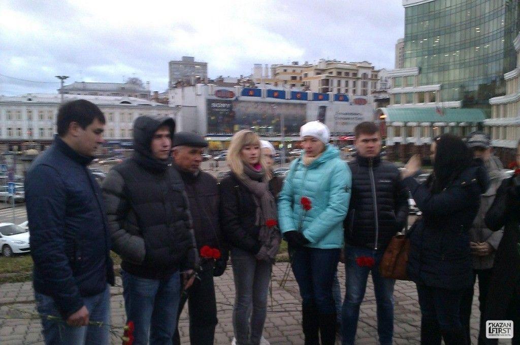 В данный момент в центре города проходит пикет в память о погибших в авиакатастрофе в Казани