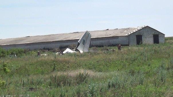 Из-за крушения сбитого ополченцами Ан-26 приостановлены полёты авиации Украины
