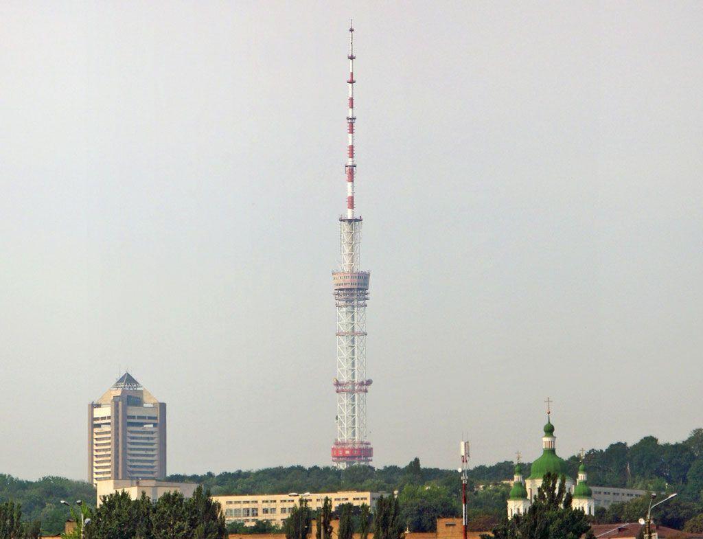 Несколько украинских телеканалов прервали вещание 9 мая