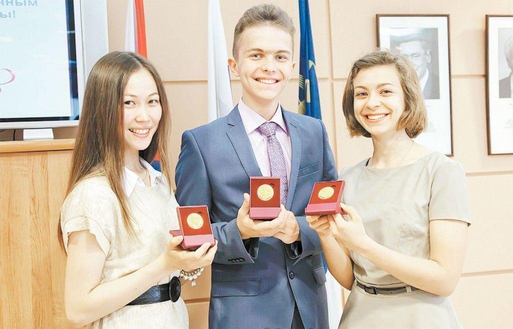 Выпускники школ Татарстана больше не будут получать золотые и серебряные медали