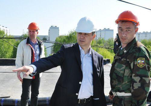 Глава исполкома Челнов Фархад Латыпов  поручил до 20 августа закончить ремонт бассейна «Дельфин»