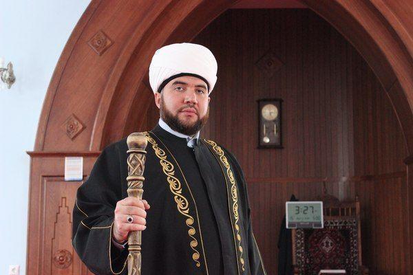 Имам Закабанной мечети обратился к Рифкату Минниханову с просьбой открыть молельную комнату в здании ГИБДД
