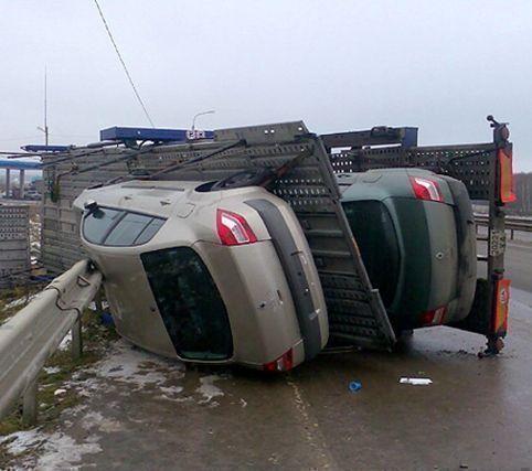 Автовоз перевернулся на трассе М-7