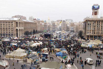 Демонстранты в Киеве возводят сторожевую башню
