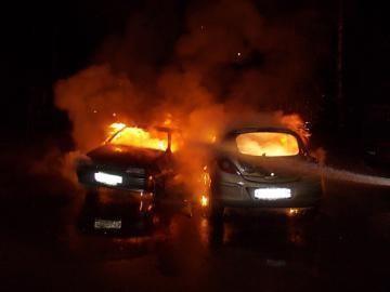 МЧС: в Казани сгорели два автомобиля