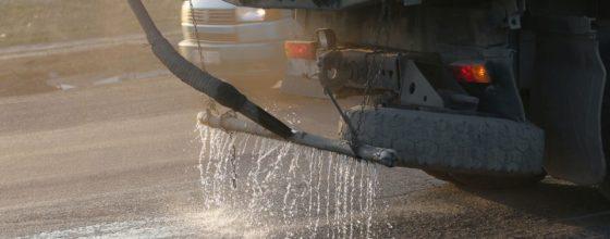 Дороги Нижнекамска поливали нефтяными остатками вместо реагентов. Местный экс-депутат помещен под домашний арест