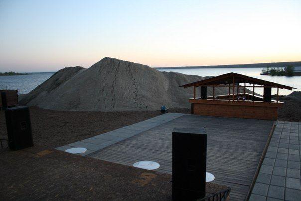 Белый волжский песок привезли на городской пляж Набережных Челнов