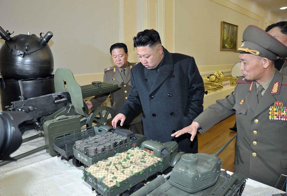 Лидер КНДР руководил испытаниями ракет нового образца