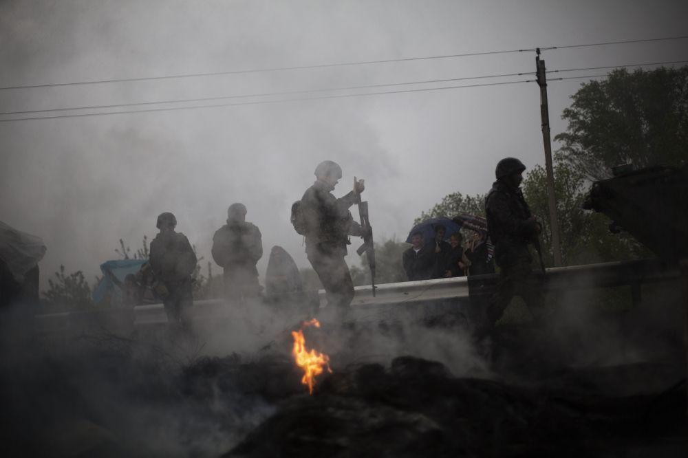 Минувшей ночью продолжались бои в окрестностях Славянска