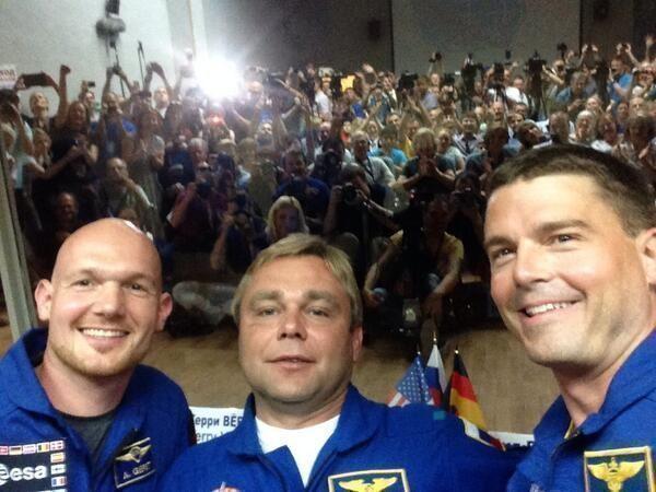 Экипаж МКС перед отлетом впервые в истории сделал селфи для твиттера