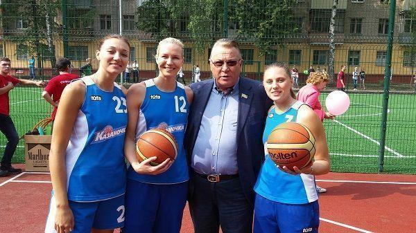 В Советском районе Казани открылась универсальная спортивная площадка