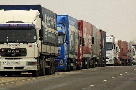 Сегодня на трассах федерального значения вводится ограничение на движение большегрузов в жару