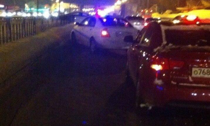В Казани автоледи столкнулась с 2 автомобилями и врезалась в ограждение
