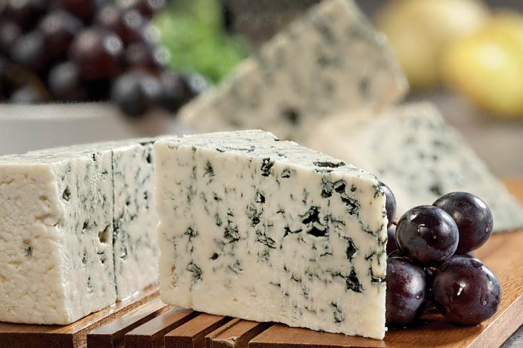 Специалисты из Самары создали российский аналог французского сыра с плесенью