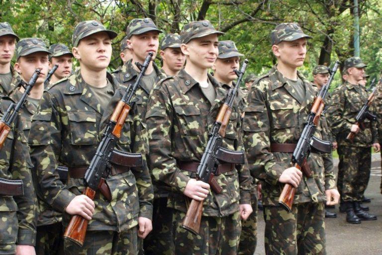 как служат солдаты в армии видео
